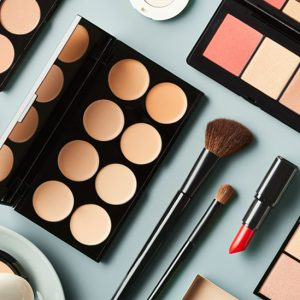 makeup_composition_overhead-732x549-thumbnail